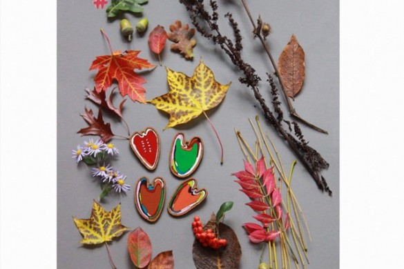 Slowly getting into the autumn mood  can you spot my hand painted brooches? #iwearpopaporter •••••••••••#flatlay #autumnleaves #autumncolours #thatdarling #thehappynow #wandeleurspark #abmlifeiscolorful #abmfallcolors #flashofdelight #calledtobecreative #creativityfound #dscolor #dstexture #getinspired #artjewellery #thatcolorproject #colorsmakesmehappy #lovelysquare #creativejewelry #oneofthebunch #candytherainbow #ihaveathingwithcolor