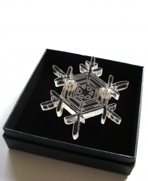 snow-cristal brooch model 2