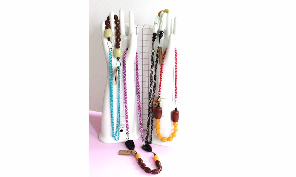 reversible necklaces-hand-wp