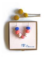 terrazzo_necklace_coral_white_blue_on_box