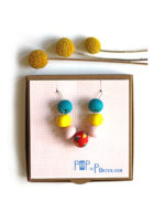 terrazzo_necklace_red_pink_yellow_blue_on_box