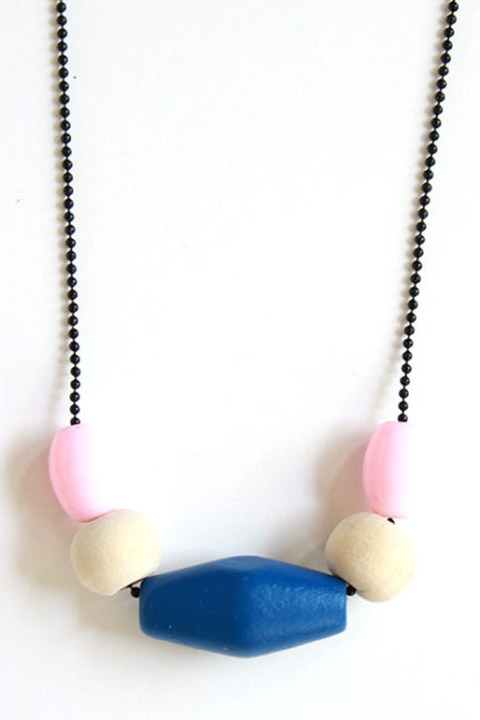 zoom on a pastel necklace by pop-a-porter