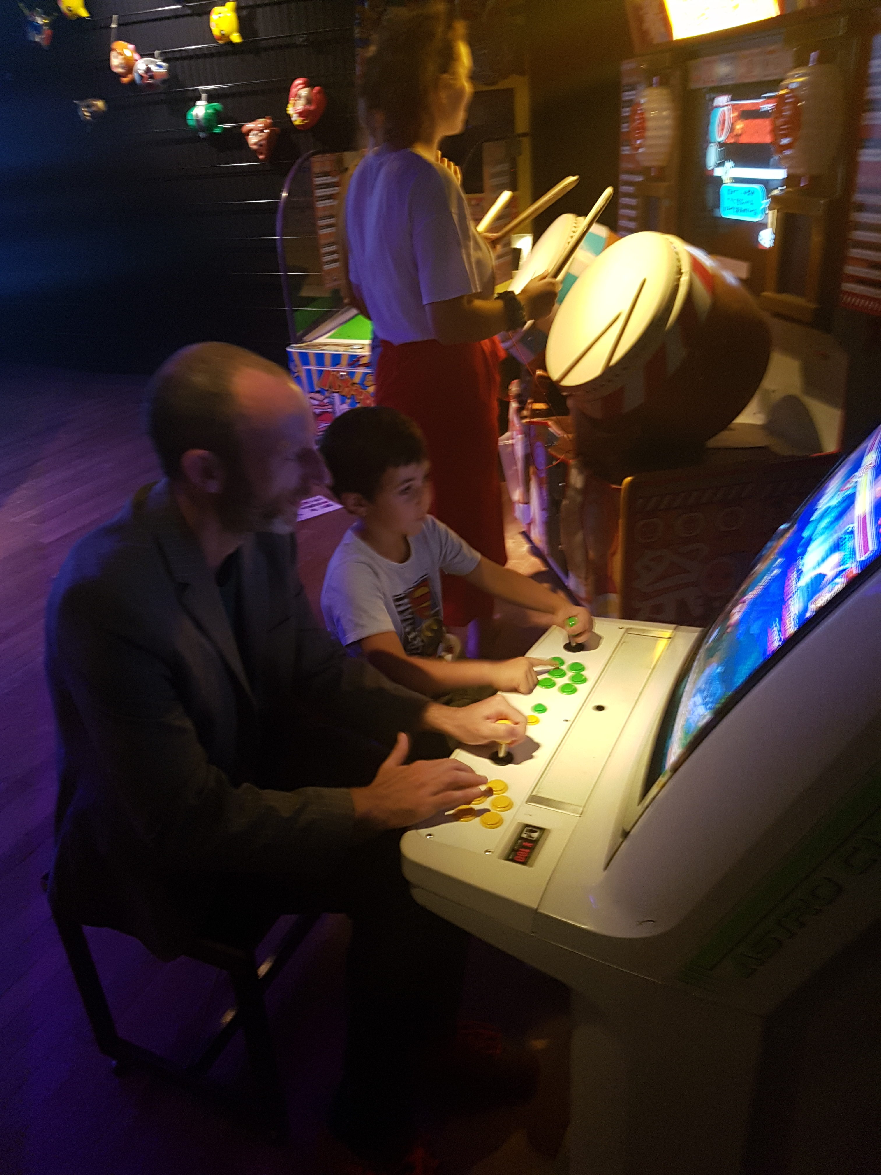 playing vintage arcade game at the tropenmuseum in Amsterdam